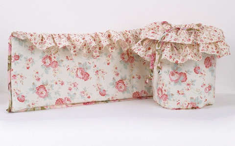 The crib bumper is edged with a beautiful frill, which makes the crib bumper a very friendly appearance! This baby girl bedding is a beautiful mixture of soft rose vintage floral pattern This crib bumper is usually used to protect babies of bumping against the crib slats! Also to prevent from baby's limbs slipping between the crib slats!